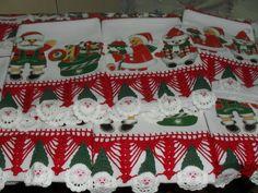 Barrado em croche, capricho e sofisticação. O Natal está chegando!! Faça um carinho pra você e sua casa, receba a família e os amigos com produtos graciosos, delicados e de bom gosto!! Seja mais um motivo dos comentários nas reuniões natalinas!!! Aplique em pano de prato em tecido 100% algodão, medida de 65cm x 45cm; as estampas podem variar de acordo com o material disponível para confecção. Uma graça para sua cozinha, um agrado para sua casa! R$25,00