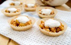 Raw Apple Pie Tarts with Coconut Crust Healthy Gluten Free Recipes, Raw Food Recipes, Dessert Recipes, Desserts, Paleo, Mini Apple Tarts, Tree Nut Allergy, Best Apple Pie, Nut Allergies