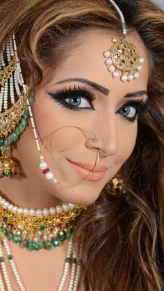 Love the eyelashes Indian Bridal Makeup, Indian Wedding Jewelry, Indian Jewelry, Bridal Jewelry, Tikka Jewelry, Jewlery, I Love Jewelry, Jewelry Design, Hena