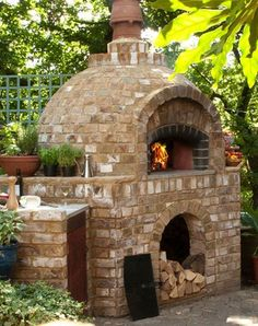 Comment construire un barbecue en brique- guide et photos How to build a handy brick barbecue guide and photos Brick Oven Outdoor, Pizza Oven Outdoor, Brick Grill, Outdoor Rooms, Outdoor Gardens, Outdoor Living, Outdoor Kitchens, Brick Face, Wood Fired Oven