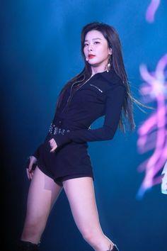 """hourly Seulgi on Twitter: """"#슬기 #SEULGI [@RVsmtown]… """" South Korean Girls, Korean Girl Groups, My Girl, Cool Girl, Kang Seulgi, Red Velvet Seulgi, Jennie Blackpink, Stage Outfits, Ulzzang Girl"""