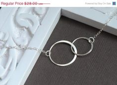 I LOVE this circle necklace