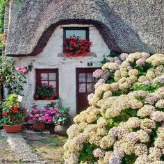 Thatched cottage in Bretagne, France ♕ Une Belle Maison en Bretagne by © Valter Venturelli Fairytale Cottage, Storybook Cottage, Garden Cottage, Home And Garden, Little Cottages, Cabins And Cottages, Cute Cottage, Cottage Style, French Cottage