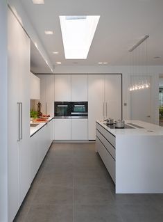 minimal kitchen You can't go wrong with a simple, top quality, bespoke kitchen by Roundhouse Design Kitchen Room Design, Kitchen Cabinet Design, Modern Kitchen Design, Home Decor Kitchen, Kitchen Layout, Interior Design Kitchen, Kitchen Ideas, Rustic Kitchen, Kitchen Designs