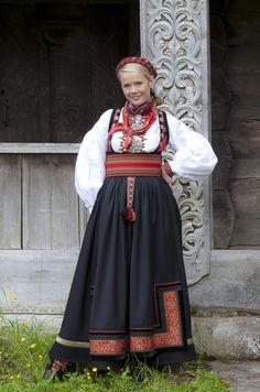 Bilderesultat for beltestakk hjul Medieval Dress, Traditional Dresses, Scandinavian Design, Norway, Costumes, Band, Clothes, Beauty, Buildings
