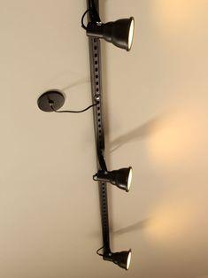 Finalmente o passo a passo pra você fazer uma luminária de trilho aí na sua casa. Home Design Decor, Small Space Interior Design, Diy Home Decor, House Design, Luminaria Diy, Desk Lamp, Table Lamp, Spot Led, Store Design