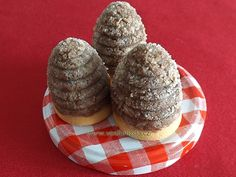 Bezlepkova vosi hznida (type of cookie used for the mold) Czech Recipes, Holiday Cookies, Baking Recipes, Diy And Crafts, Muffin, Food And Drink, Chocolate, Drinks, Breakfast