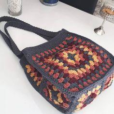 to Crochet a Beauty and Cute Handbag or Bags? New Season 2019 - Page 26 of 49 -How to Crochet a Beauty and Cute Handbag or Bags? New Season 2019 - Page 26 of 49 - Sunflower Love 🌻. Crochet Tote, Crochet Handbags, Crochet Purses, Crochet Gifts, Crochet Yarn, Crochet Stitches, Crochet Hooks, Free Crochet Bag, Crochet Market Bag