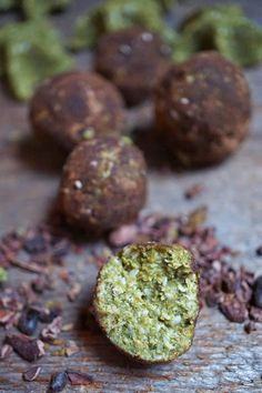 Magical Cacao & Matcha Moringaroons (Moringa Macaroons) with Coconut Flour [Healthy, Raw, Vegan, Gluten-free] Cacao Health Benefits, Cacao Powder Benefits, Matcha Benefits, Moringa Benefits, Cacao Recipes, Raw Food Recipes, Cooking Recipes, Healthy Recipes, Simple Recipes