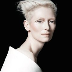 """Is it just me, or does Tilda Swinton look like she was painted by a modern painter who was obsessed with fairies and she just took life and walked out of the canvas? """"The gorgeous Tilda Swinton wearing Dual-Intensity Blush, photographed by François Nars. Tilda Swinton, Actrices Hollywood, Latest Makeup, Foto Art, Androgynous, Role Models, Beautiful People, Cool Style, Short Hair Styles"""