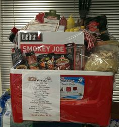 The BBQ cooler we made for the school raffle – Gift Basket Ideas Dyi Gift Baskets, Summer Gift Baskets, Raffle Baskets, Bbq Gifts, Grilling Gifts, Cute Gifts, Fundraiser Baskets, Chinese Auction, Silent Auction Baskets