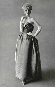 """Pierre Balmain A/H """"Paris"""". Vintage Soul, Vintage Glamour, Vintage Beauty, Vintage Art, Pierre Balmain, 1960s Fashion, Vintage Fashion, Classic Fashion, Vintage Dresses"""