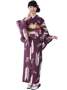 Washable Kimono purple grapes Yabane (Arrow-Fletch) Pattern 《小紋着物 袷 11B》きもの初めてさんにおすすめなカジュアル小紋の袷着物です。 紫地に矢羽と葡萄をちりばめた大人可愛いデザインです。 一般的に10月~5月にお召しいただける袷の着物になります。 カフェ巡りやお食事会をはじめ、普段着として幅広くお召しいただけます。 素材は、自宅でも気軽に洗えるポリエステル着物のため 気兼ねなくお出かけいただけます。  着物の単品販売です。 お仕立済商品ですので、お届け後すぐにご着用いただけます。