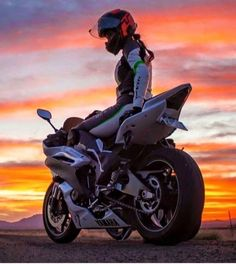 Biker Girl on Yamaha R1