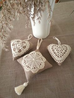 Crochet Lace Pattern For Table Runners Crochet Motifs, Crochet Doilies, Crochet Flowers, Doilies Crafts, Burlap Crafts, Diy Crafts, Crochet Rope, Knit Crochet, Crochet Hearts
