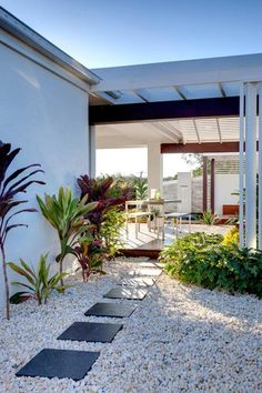 124 beautiful side yard and backyard gravel garden design ideas -page 16 Side Yard Landscaping, Gravel Landscaping, Gravel Garden, Garden Stones, Landscaping Ideas, White Gravel, Walkway, Landscape Design, Desert Landscape