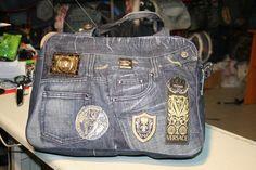 Шикарная сумка из джинсов VERSACE своими руками Old Jeans, Denim Jeans, Versace Jeans, Luxury Bags, Designer Handbags, Messenger Bag, Diaper Bag, Satchel, Purses