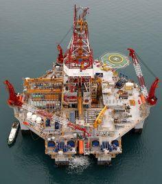 Oil Field Jobs, Oil Rig Jobs, Oil Platform, Marine Engineering, Oil Tanker, Oil Refinery, Drilling Rig, Venice Travel, Oil Industry
