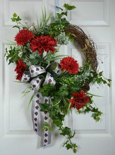 The difference of our Ohio State Buckeyes wreath with other wreaths is the attention to details. We began with our unique styled handmade bow and the addition of red dahlias and mums, dark green ivy, mini daisies, dusty miller, and other fillers. ~ Unique handmade design ~ Measurements tip to tip is ~ Quality materials and high-temperature glue ~ Fast shipping  GO VOLS!  Make Urban Meyer proud with our Ohio State football wreath to broadcast your love of your favorite Big 10 team.  NOTE…