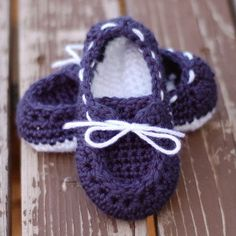 Brilliant Boat Slippers One of the most popular fashion crazes lately has been boat shoes. Don't leave your toddler out by making them these Brilliant Boat Slippers. They really look like the boat shoes people wear everywhere, but instead they're just a cute crochet pattern with a white sole and laces!