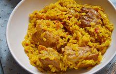 Arroz con carne, delicioso, sencillo. Un arroz para compartir que suele gustar a todos.  Ese aroma que atrae a la cocina e invita a meter ...
