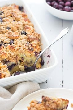 This low FODMAP blueberry French toast bake is simply delicious and involves MIN. - This low FODMAP blueberry French toast bake is simply delicious and involves MINIMAL prep. Blueberry French Toast, French Toast Bake, Dairy Free French Toast, Fodmap Breakfast, Breakfast Recipes, Breakfast Ideas, Breakfast Time, Dinner Recipes, Breakfast Healthy