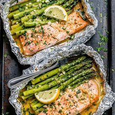 Salmon and Asparagus Foil Packs with Garlic Lemon Butter Sauce - - Whip up something quick and delicious tonight! - by dinner recipes baked Salmon and Asparagus Foil Packs with Garlic Lemon Butter Sauce Delicious Salmon Recipes, Baked Salmon Recipes, Yummy Food, Healthy Fish Recipes, Oven Baked Salmon, Baking Salmon In Oven, Easy Recipes, Healthy Meals For Two, Oven Salmon Foil