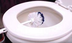 Elle laisse sa brosse sur la toilette durant 10 minutes, la raison est évidente, mais fallait y penser!