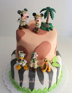 Disney Safari (by arce baked goods) Safari Birthday Cakes, Jungle Theme Birthday, Safari Cakes, Safari Theme Party, Animal Birthday, Party Themes, Disney Themed Cakes, Disney Cakes, Mickey Party