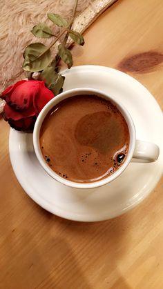 Coffee And Books, Coffee Art, My Coffee, Coffee Time, Good Morning Coffee, Coffee Break, Coffee Flower, Bratwurst, Coffee Pictures