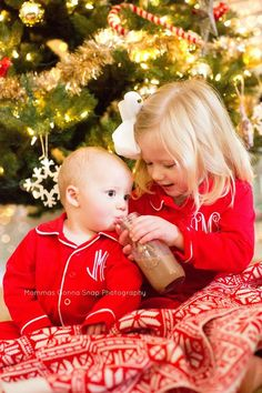 Pin for Later: Prince George and Princess Charlotte Just Won the Contest For the Cutest Holiday Card Photo Monogrammed Pajamas There are no words for this adorable moment in front of the Christmas tree. Sibling Christmas Pictures, Christmas Card Pictures, Xmas Photos, Christmas Portraits, Family Christmas Pictures, Holiday Pictures, Christmas Photo Cards, Family Holiday, Christmas Ideas