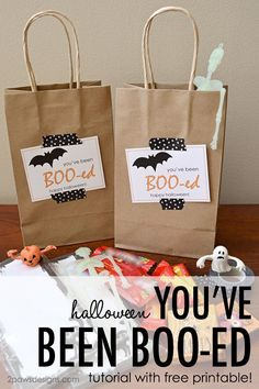 Want to share a little Halloween fun with your neighbors? Learn how to create a cute You've Been Boo-ed gift with this step by step tutorial. Also includes the printable cards and instructions. Scary Halloween Decorations, Halloween Crafts For Kids, 31 Days Of Halloween, Halloween Party Decor, Cute Halloween, Holidays Halloween, Halloween Favors, Toddler Halloween, Halloween 2020