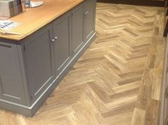 Amtico Flooring Solihull from FLR Group – Amtico One Fitters, Suppliers & Exclusive Retail Partner. Call now for a Free Quotation today! Parkay Flooring, Karndean Flooring, Hall Flooring, Diy Flooring, Parquet Flooring, Kitchen Flooring, Flooring Ideas, Wood Parquet, Kitchen Tiles