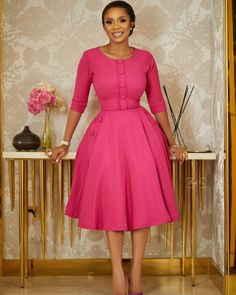 Classy Work Outfits, Office Outfits Women, Classy Dress, African Print Dresses, African Dresses For Women, African Attire, African Wear, Modest Dresses, Elegant Dresses