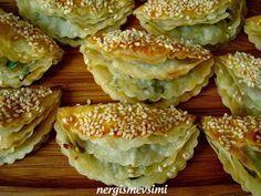 Patatesli börek tarifi Patatesli çıtır börek nasıl yapılır Çaydanlık kapağı böreği nasıl yapılır Hazır yufkadan börek tarifi   Haz...