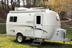 The Legacy Elite is a Small Travel Trailer with a single axle long double-hulled fiberglass shell available in the standard floor plan with full bathroom. Scamp Trailer, Small Camper Trailers, Tiny Camper, Small Campers, Camper Van, Travel Trailer Floor Plans, Travel Trailer Remodel, Best Small Rv, Casita Camper