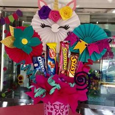 Valentine Decorations, Birthday Decorations, Craft Gifts, Diy Gifts, Unicorn Room Decor, Diy And Crafts, Paper Crafts, Chocolate Bouquet, Candy Bouquet
