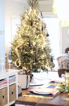 Blogger Styling Home Tours: Christmas Edition 2014 Nautical Christmas Tree www.simplestylings.com