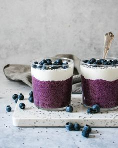 Blueberry Chia Pudding brings the taste of fresh, summer blueberries to you breakfast table. Chia pudding is really easy, make ahead breakfast for a stress free morning. It's healthy, filling and packed full of protein, fibre and antioxidants. Mango Pudding, Banana Chia Pudding, Chocolate Chia Pudding, Chai Pudding, Overnight Chia Pudding, Smoothie Bowl, Raspberry Smoothie, Smoothie Recipes, Instant Pudding