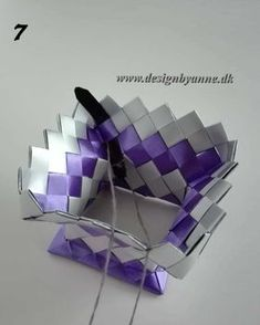 Lilla vase Diy Wallet, Candy Wrappers, Dyi, Recycling, Weaving, Handmade, Journal, Vases, Purses