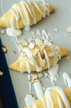Quick and easy breakfast with almond paste and a sweet almond frosting! Breakfast Bites, Breakfast Recipes, Dessert Recipes, Desserts, Crescent Roll Recipes, Crescent Rolls, Croissant, Almond Frosting, Almond Pastry