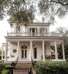 Dream Home Design, My Dream Home, Interior Exterior, Exterior Design, Dream House Exterior, Sims House, Types Of Houses, House Goals, Historic Homes