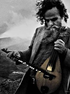 "hellas-inhabitants: "" Antonis Xylouris, nicknamed Psarantonis, is a Greek composer, singer and performer of lyra, the bowed string instrument of Crete and most popular surviving form of the medieval. Greek Men, Old Greek, Crete Island, Greek Music, Creta, Crete Greece, Chiaroscuro, Ancient Greece, Greek Islands"