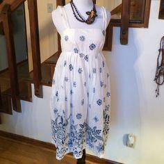 Flash saleGap Cotton Sun Dress Cute lined white cotton sundress, side zipper and darling blue print accent-4 GAP Dresses Midi
