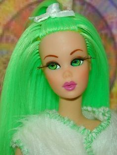 This vintage Francie has been transformed into a stunning pastel colored babe! Doll Wigs, Ooak Dolls, Pretty Dolls, Beautiful Dolls, Vintage Barbie, Vintage Dolls, Selfies, Barbies Pics, Neon Hair