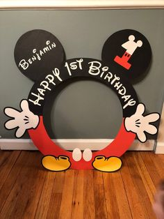 mickey mouse birthday party ideas Ideas Birthday Party Photo Booth Frame Minnie Mouse For 2019 Mickey 1st Birthdays, Mickey Mouse First Birthday, Mickey Mouse Clubhouse Birthday Party, Boy Birthday Parties, 2nd Birthday, Birthday Ideas, Mickey Mouse Birthday Decorations, Theme Mickey, Mickey Mouse Parties