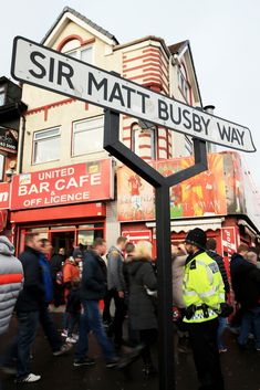 Manchester United fans grab some pre-match snacks before heading along Sir Matt Busby Way to take their seats inside Old Trafford. Manchester United Badge, Official Manchester United Website, Matt Busby, Bobby Charlton, Soccer Highlights, Football Stadiums, Football Rules, Old Trafford, Red Army