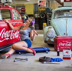 Pin up 18 x. Volkswagen, Vw T1, Coca Cola, Car Girls, Pin Up Girls, Hot Vw, Bus Girl, Porsche Models, Vw Cars