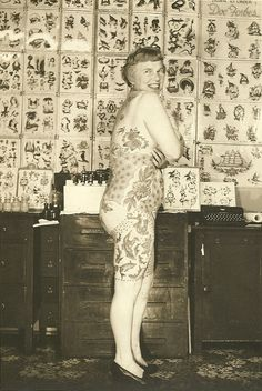 Elizabeth Weinzirl, 1961. A doctor's wife who began getting tattooed at 47, she was one of the first women to collect and show her tattoos recreationally. I bet she was FUN!