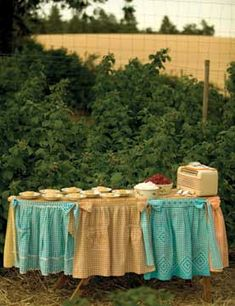Aprons into a table cloth.cute idea : Aprons into a table cloth. Vintage Tablecloths, Aprons Vintage, Old Ironing Boards, Craft Show Displays, Display Ideas, Cute Aprons, Iron Board, Sewing Aprons, Diy Recycle